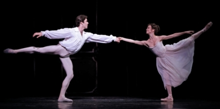 Manon (Amy Fote, Connor Walsh) (Photo-Amitava Sarkar)